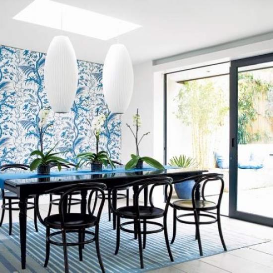 комбинирование обоев на кухне синие
