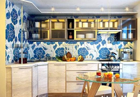 комбинирование голубых обоев на кухне