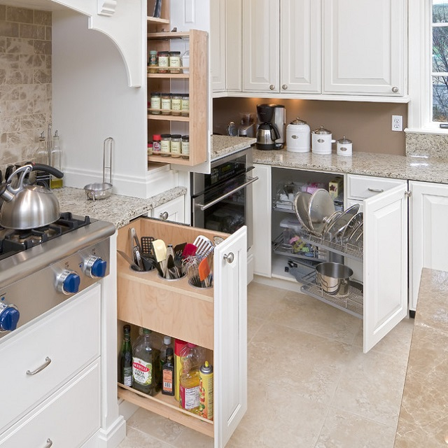 Функциональные шкафы на кухне