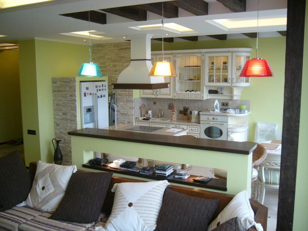 зонирование потолочными светильниками кухни-гостиной 17 кв.м.