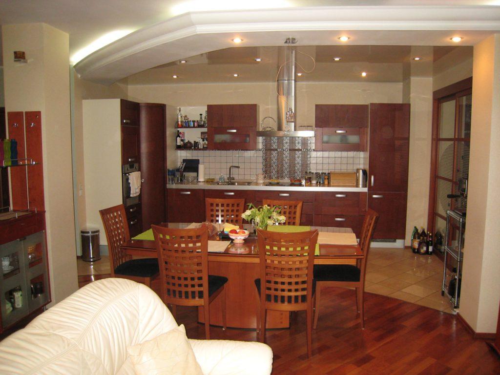 зонирование по полу кухни-гостиной 17 кв.м.