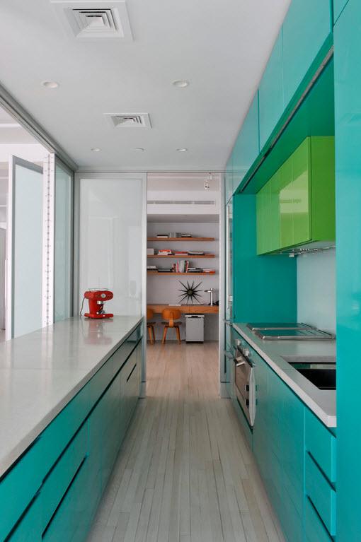 голубая маленькая кухня