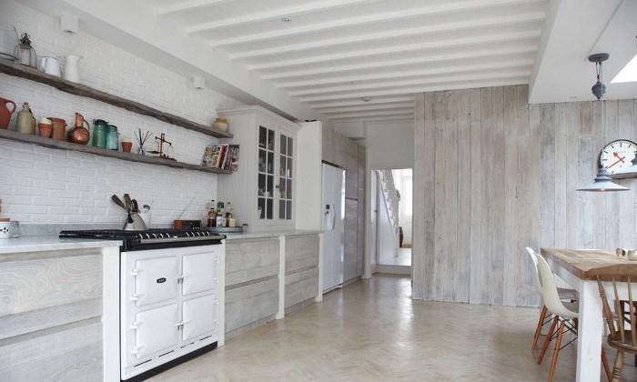 Отделка потолка кухни в скандинавском стиле