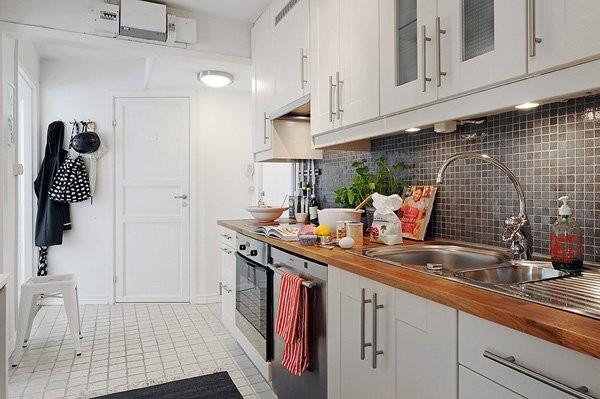 чёрный фартук на кухне в скандинавском стиле