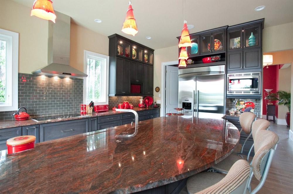 красные люстры для кухни