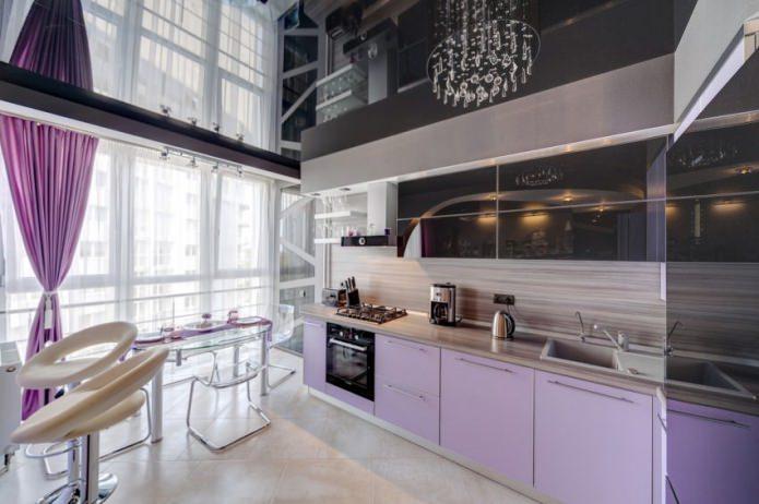 глянцевый фиолетовый натяжной потолок на кухне