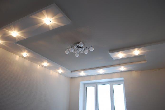 натяжной белый потолок на кухне