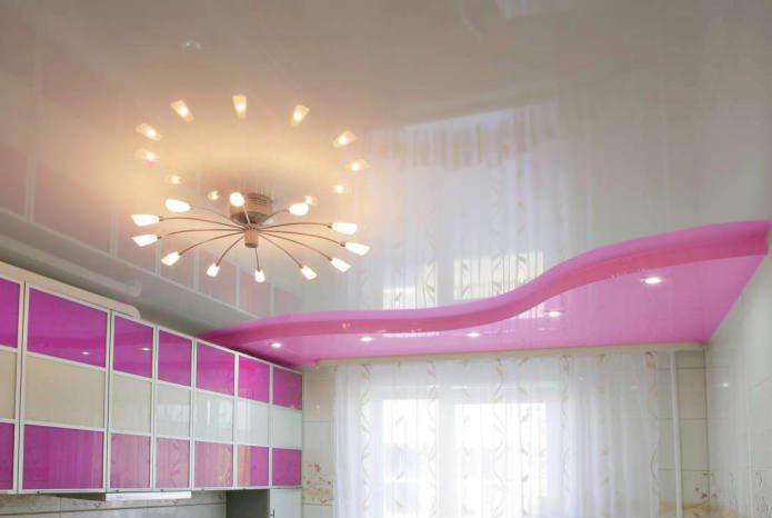 розовый натяжной потолок на кухне