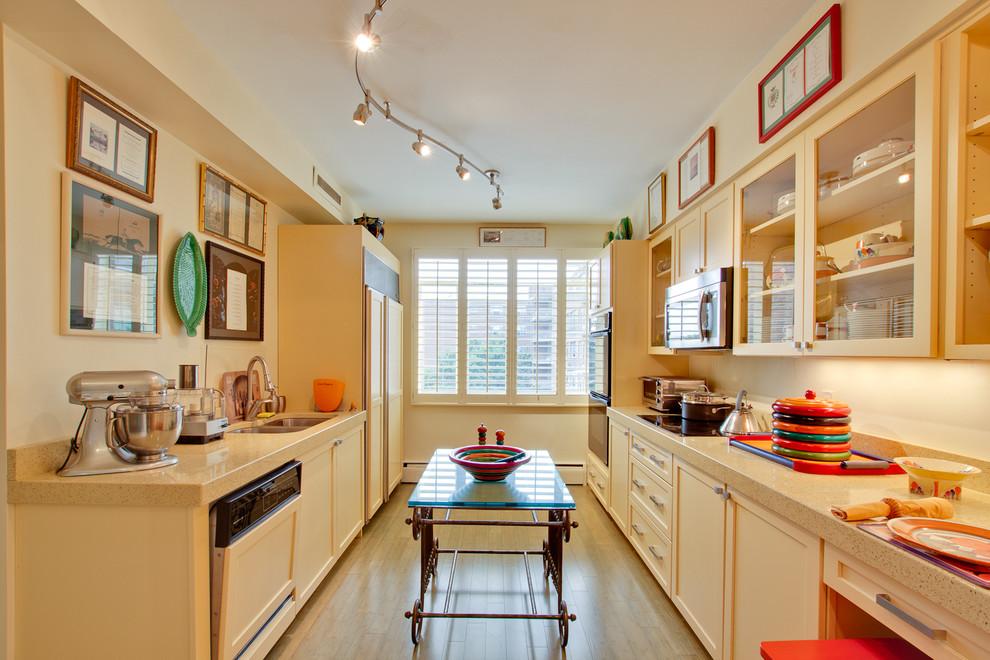 натяжной матовый потолок на кухне