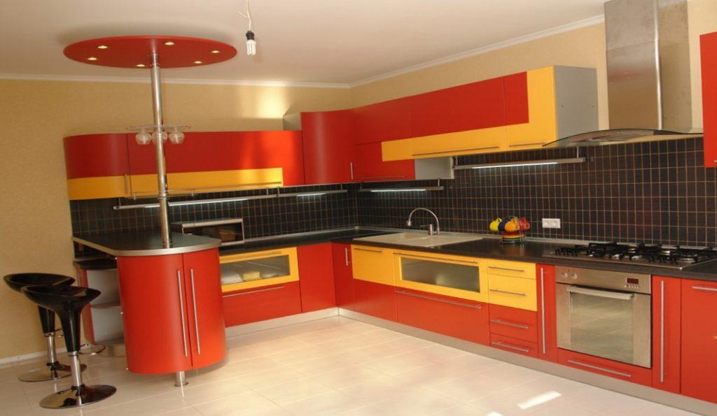 оранжевая кухня с жёлтым