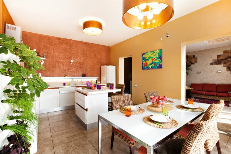 оранжевый декор стен на кухне