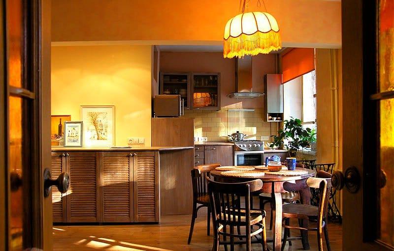 оранжевый в интерьере кухни