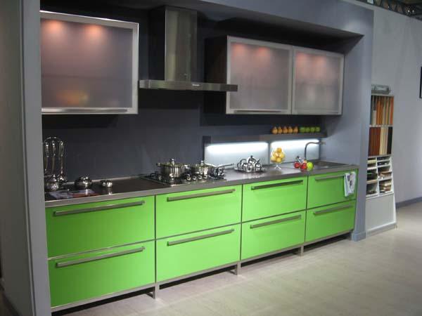 Линейный гарнитур на кухне 3 метра