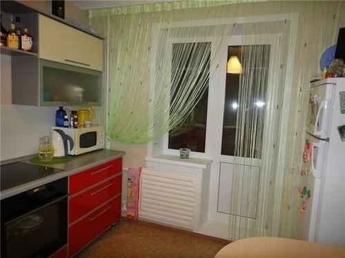 нитьевые шторы для кухни с балконом