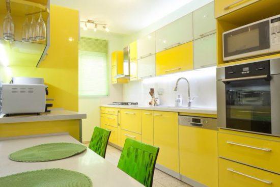 жёлтый с зелёным в интерьере кухни